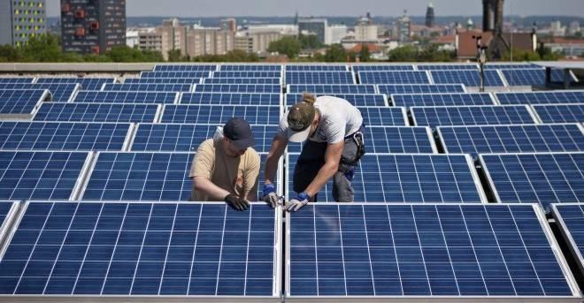 La izquierda resucita las primas renovables y recorta los ingresos de las eléctricas